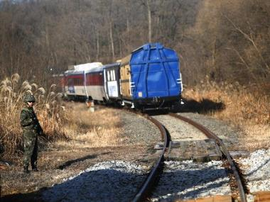 tn_kr-survey_train_crosses_the_border.jpg